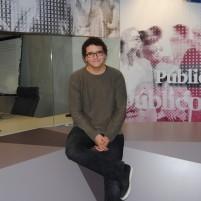 """Facu Diaz, jeune présentateur de """"Tuerka News"""", aujourd'hui dans les locaux du journal Publico"""